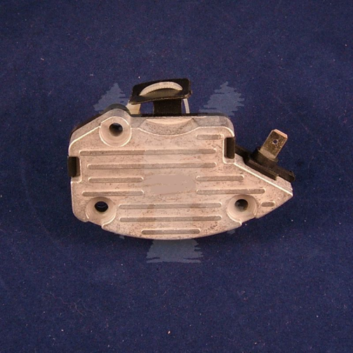 ALTERNATOR BUSH BOX/REGULATOR A127
